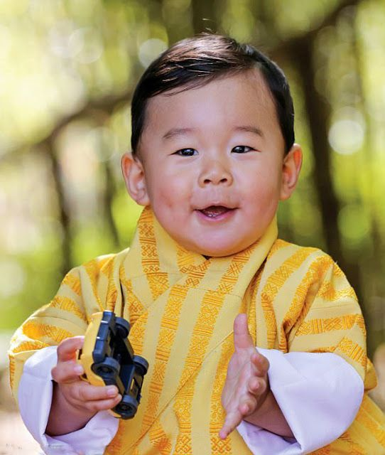 Crown Prince Jigme Namgyel Wangchuck Of Bhutan In A Yellow Striped - The most eco friendly country in the world just planted 108000 trees to celebrate a new royal arrival