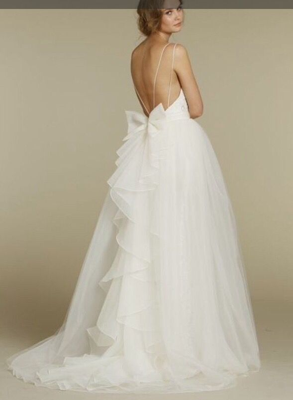 I am so effing OBSESSED with this amazing wedding dress. Wow ...
