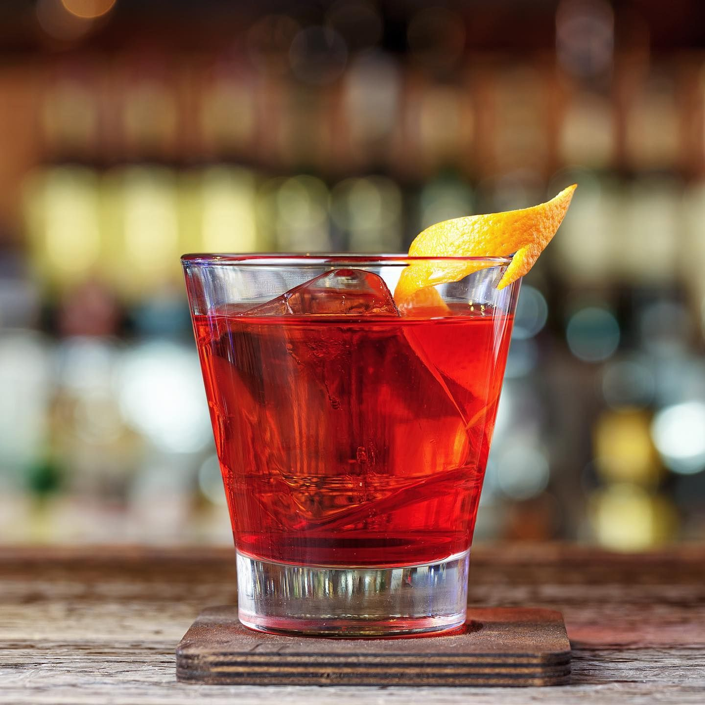 The Americano Originally Named Milano Torino Due To Campari S Origins In Milan And Vermouth Di Torino S Home Of Turin Was Lat In 2020 Campari English Wine Aperitif