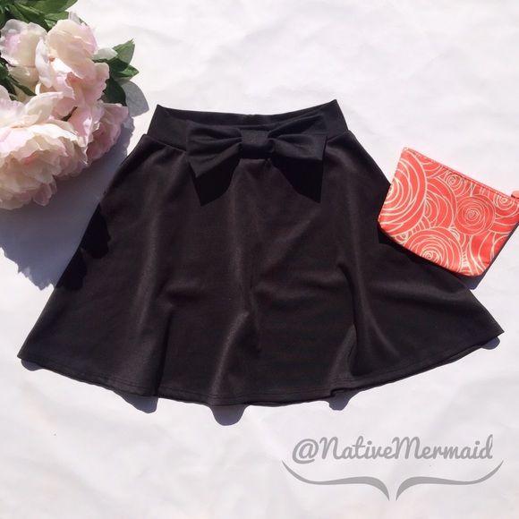 ⭐️FINAL DAY FOR SALE⭐️Bow Skater Skirt Adorable bow skater skirt! NWOT Charlotte Russe Skirts Circle & Skater