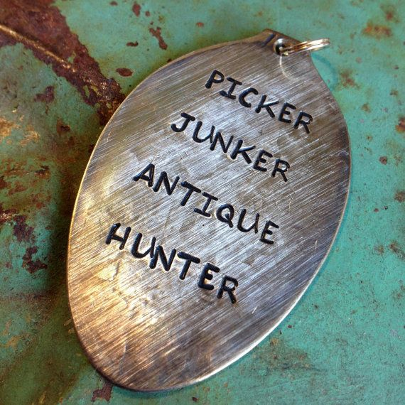 STaMPeD ViNTaGe uPCyCLeD SPooN JeWeLRy PeNDaNT - aGeD - PiCKeR JuNKeR aNTiQue HuNTeR