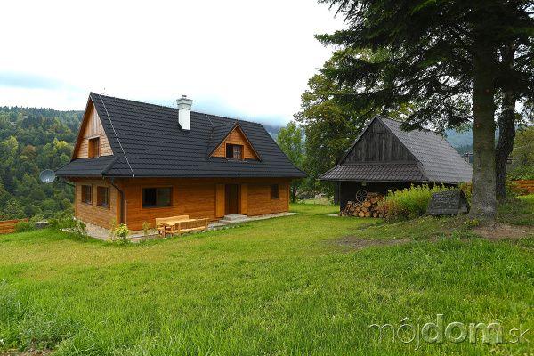 Slovenská drevenica v tradičnom