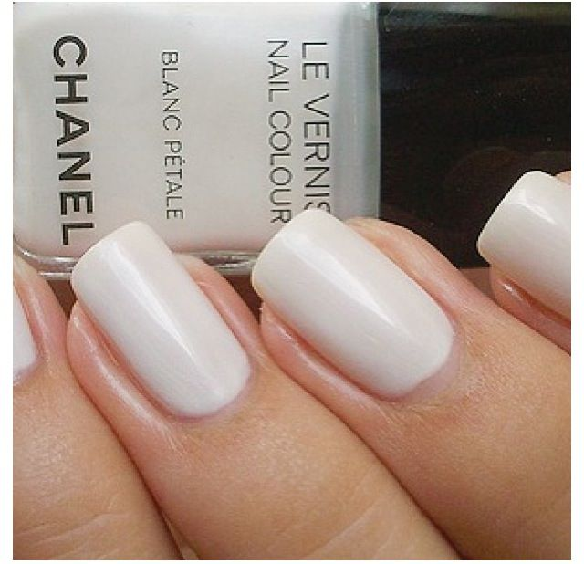 Chanel Vernis Blanc Petal Love The Musky White