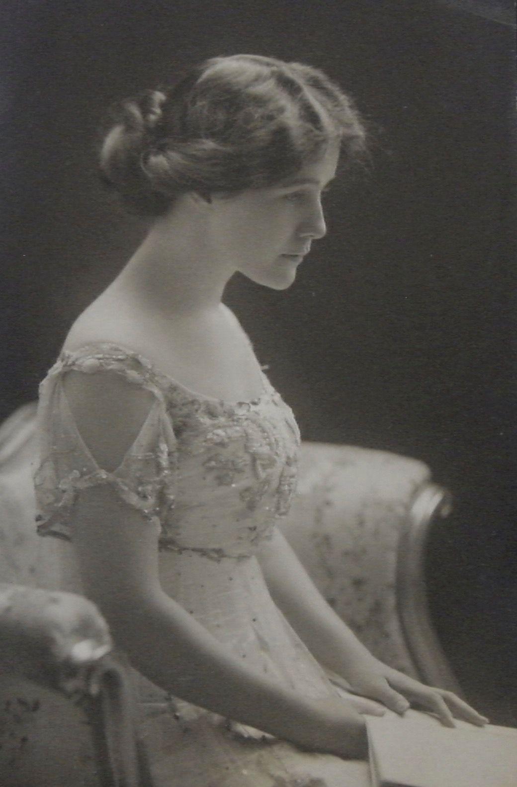 Angela Robinson (actress) photo