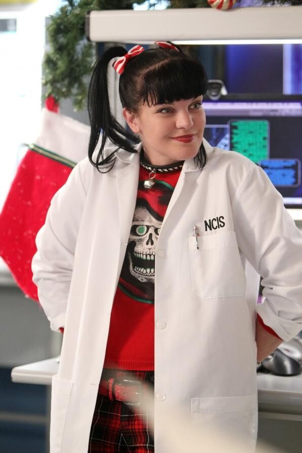Abby from NCIS Christmas episode 2013 Everybodies favorite goth