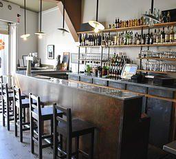 Café Sur Cour Bar Brasserie Le Midi Café Journal Vin