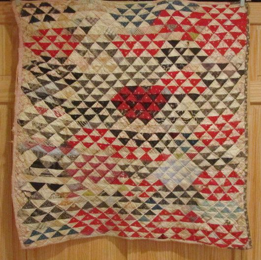 Antique 1900s Little Pyramids Crib Quilt Pennsylvania Bucks County DARLING
