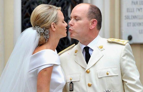 Boda Real Del Principe Alberto De Monaco Y Charlene Wittstock 02 07 2011 Prinzessin Charlene Konigliche Hochzeit Hochzeitsfrisuren Mit Schleier
