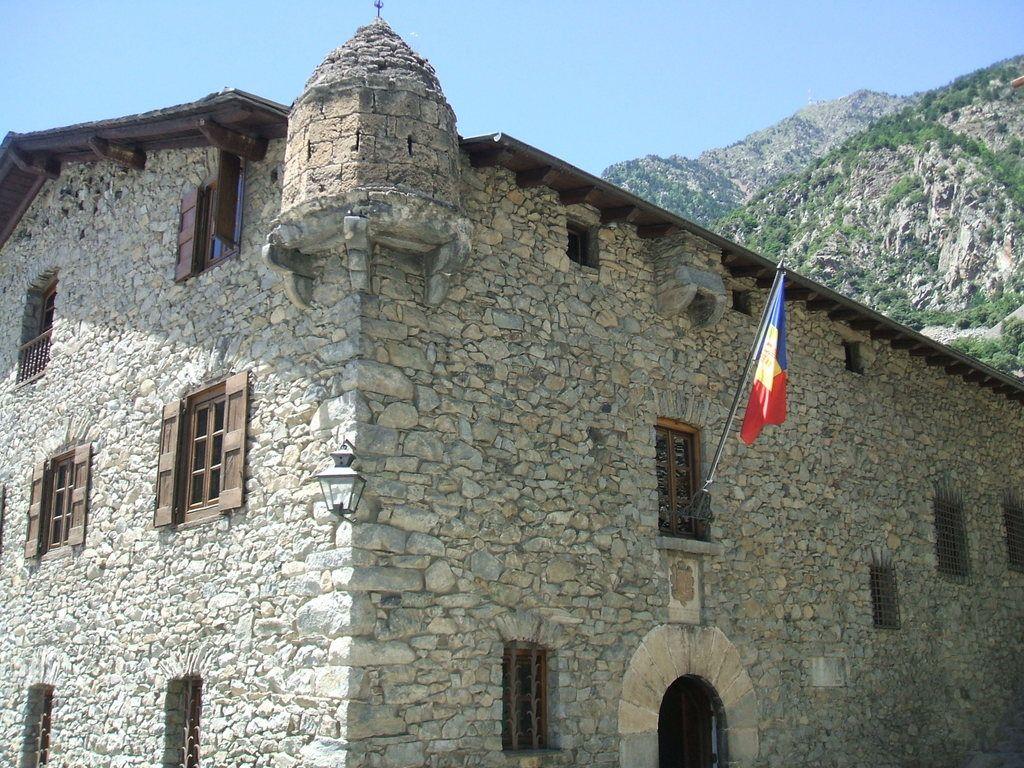 Publicamos la casa de la Vall en Andorra. #historia #turismo  http://www.rutasconhistoria.es/loc/casa-de-la-vall