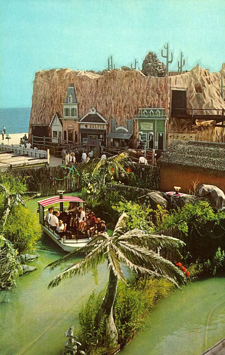 Hunt S Pier Circa 1960s Golden Nugget In Back Jungleland Boat