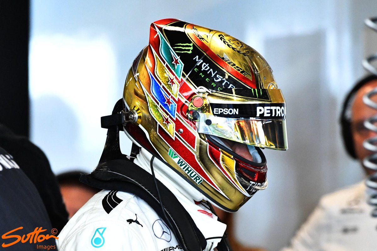 lewis hamilton s new helmet design for this weekends abu dhabi grand prix f1 2017 pinterest. Black Bedroom Furniture Sets. Home Design Ideas