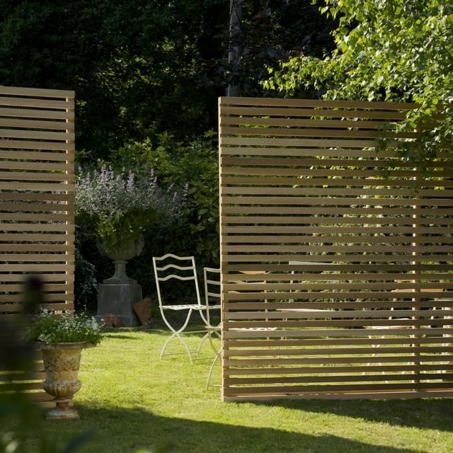 Holzzaun Latten pflegen behandeln Wasserschutz Mittel Rasen - trennwand garten holz