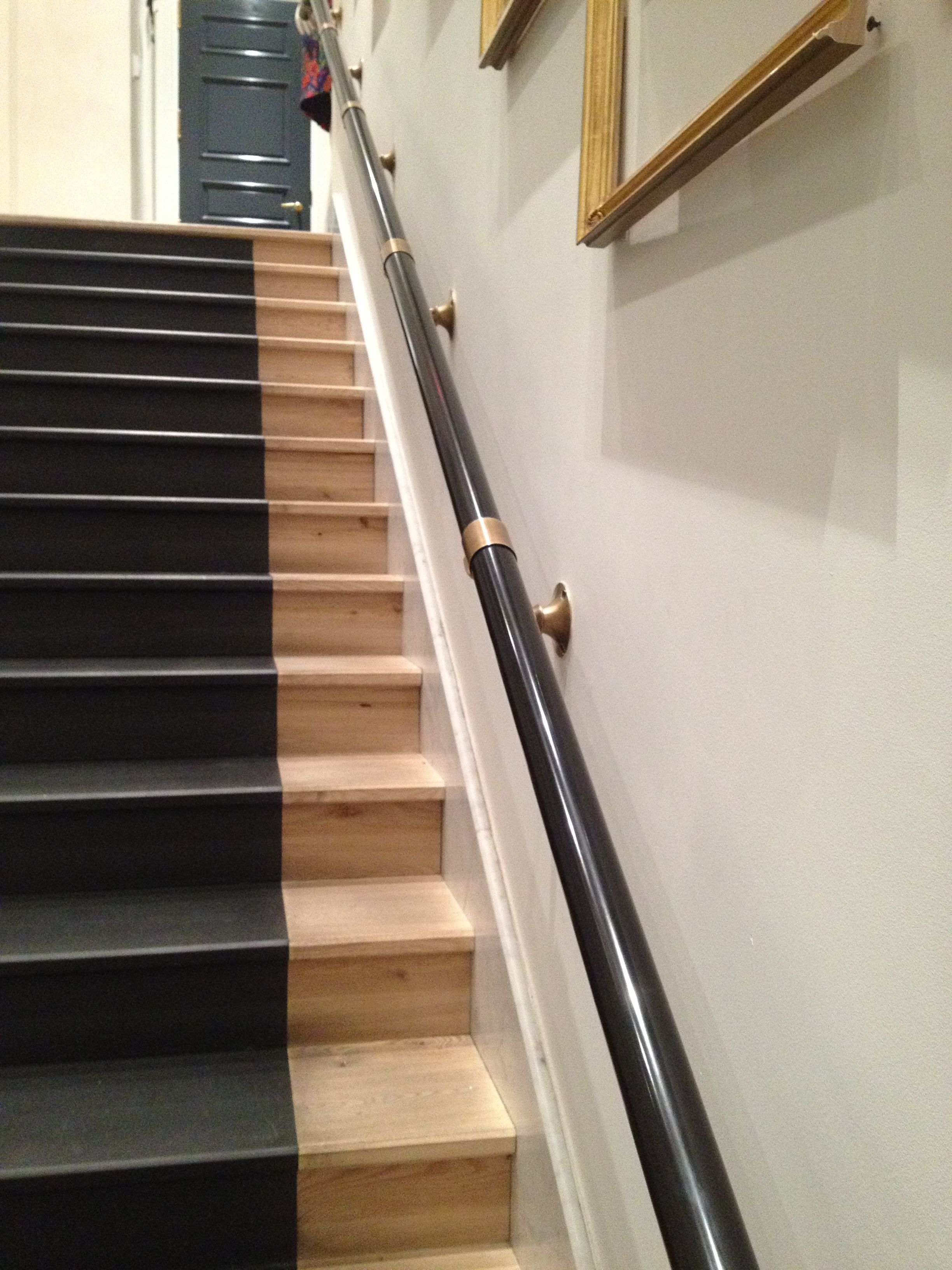 Best Brass Black Handrail At Jcrew Wedding Store Staircase 400 x 300
