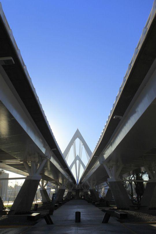 Puente Matute Remus, Guadalajara, Jalisco.  Diseño Arq. Miguel Echauri y Arq. Álvaro Morales.  Fotografía Carlos Díaz Corona.  www.echaurimorales.com