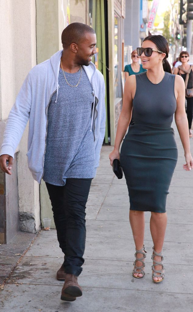 68b048b16 Kim Kardashian Forgets to Wear a Bra During Dinner Date With Kanye  West Take a Look!