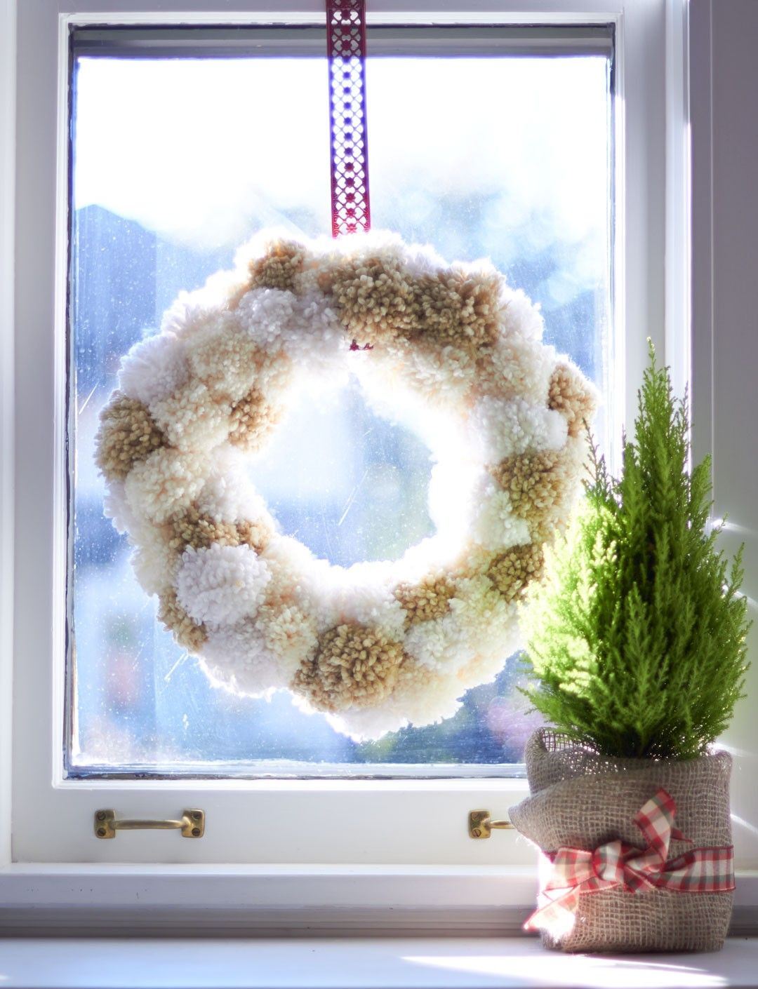Yarnspirations.com - Bernat Pompom Wreath - Patterns ...