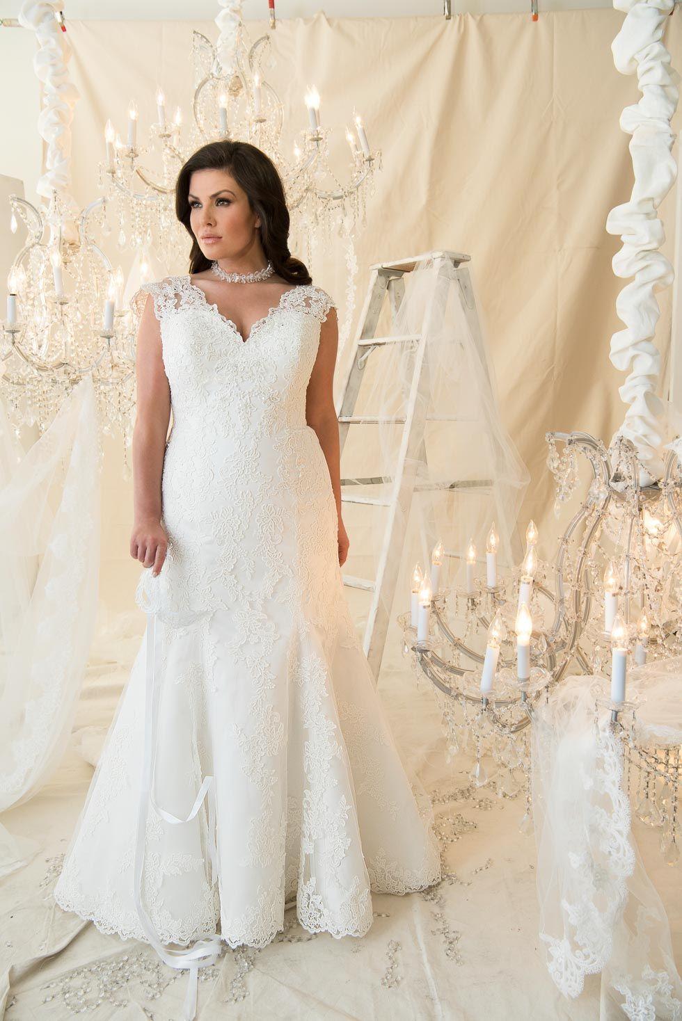 Wedding dresses for plus size brides  Brautkleider in großen Größen Endlich schöne Modelle  See more