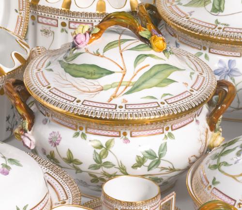 two royal copenhagen 39 flora danica 39 circular soup tureens. Black Bedroom Furniture Sets. Home Design Ideas