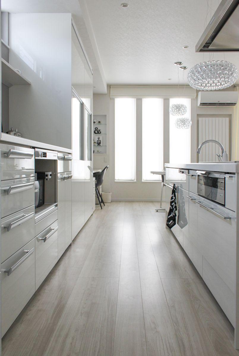 心地良いキッチンとインテリア 白にシルバーちょっと黒 キッチン
