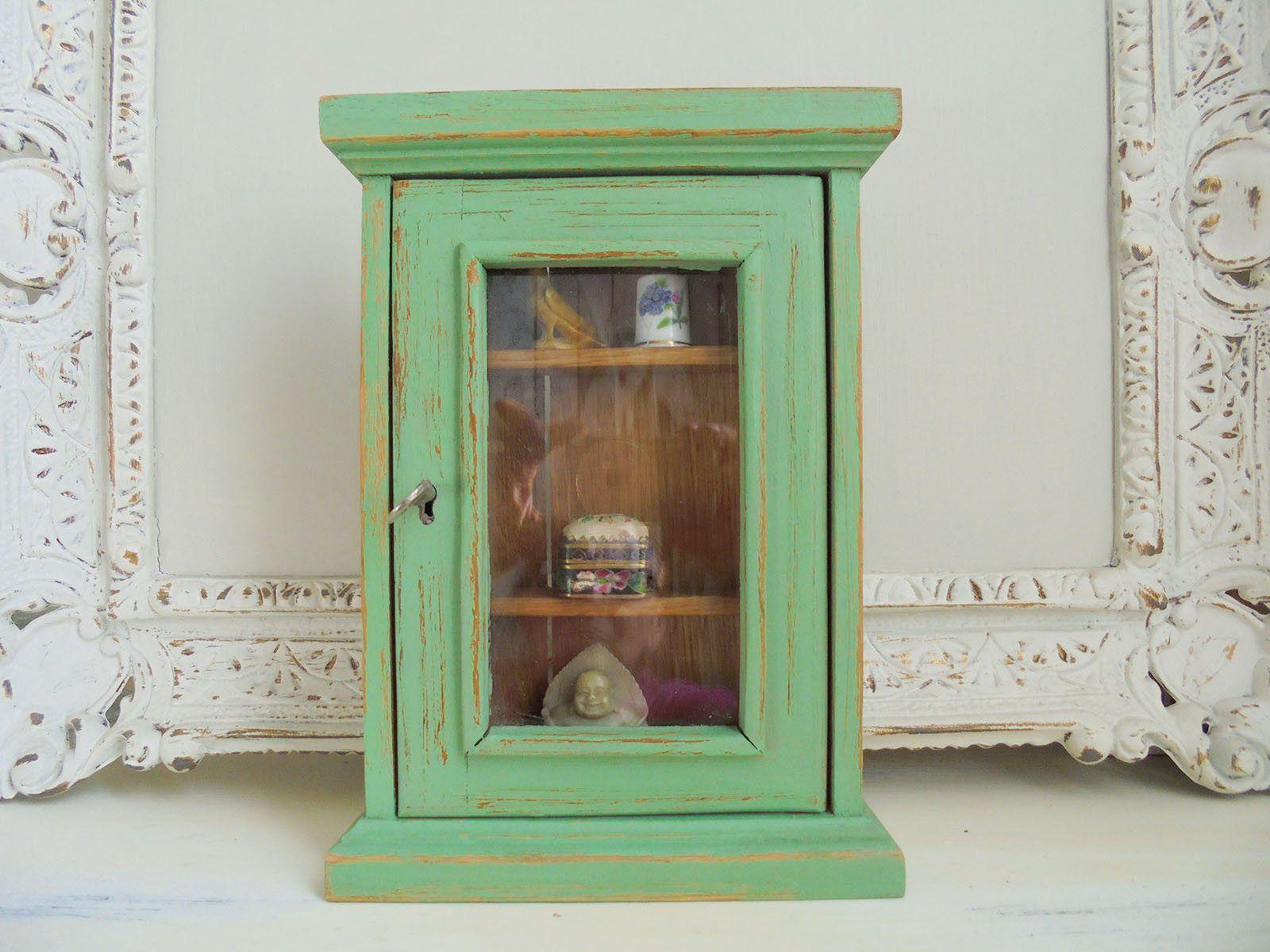 small showcase green antique green shabby chic unique showcase vitrinen und wandschr nke. Black Bedroom Furniture Sets. Home Design Ideas