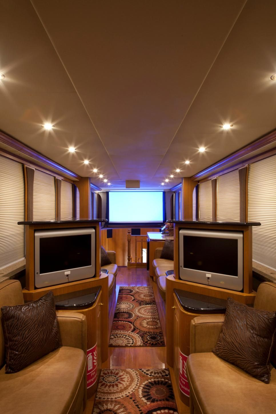 Take A Peek Inside The Most Luxurious Celebrity Tour Buses And Trailers Luxury Rv Motorhome Home Pictures