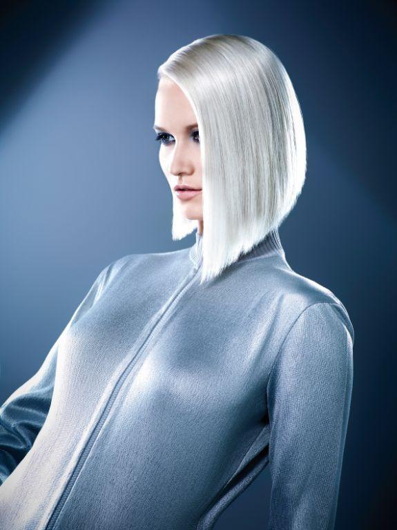 Argentic, coupe au carré mi longue asymétrique, blond platine #hair #MichelDervyn