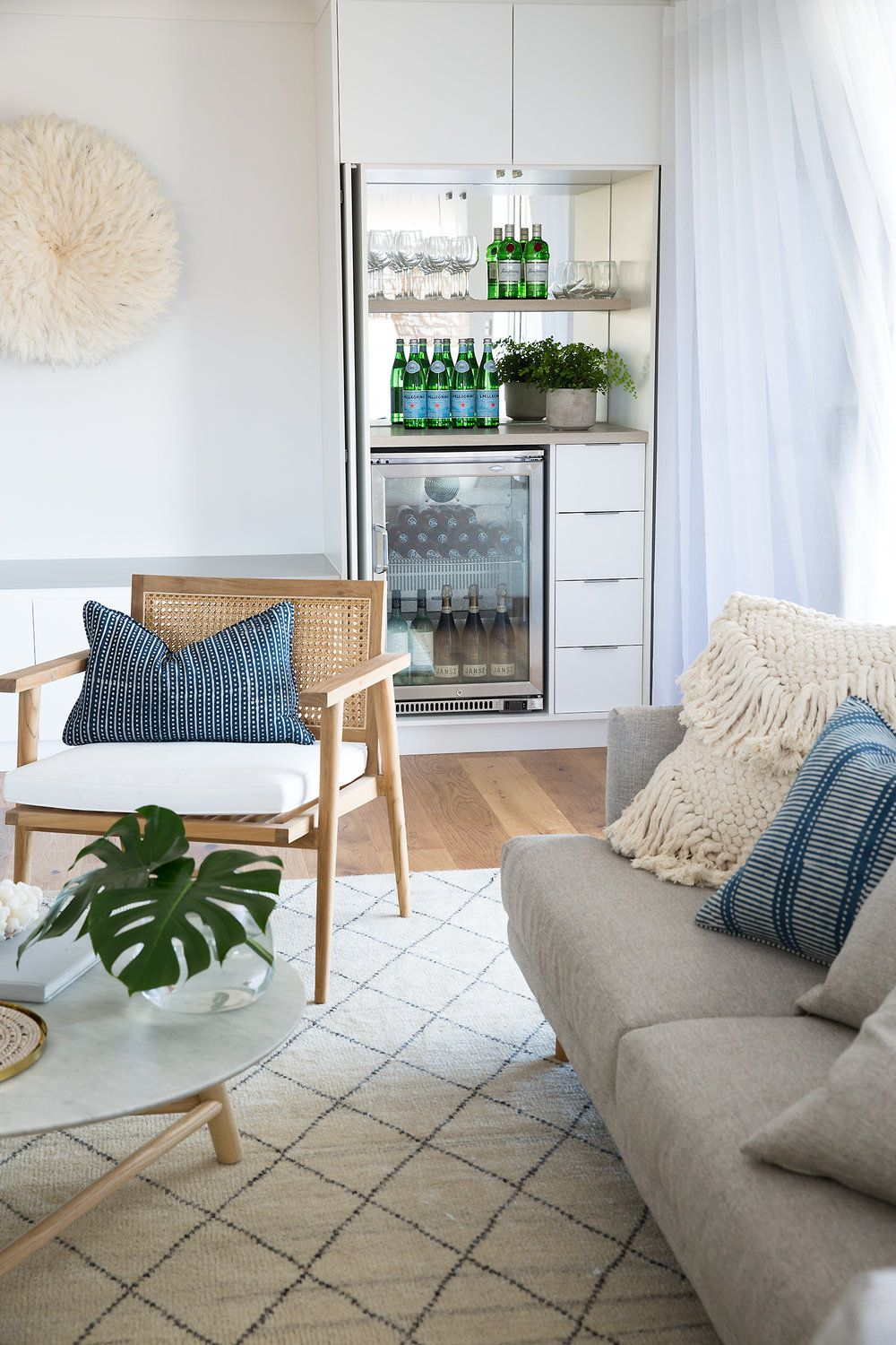 clever bar storage in a contemporary australianhamptons