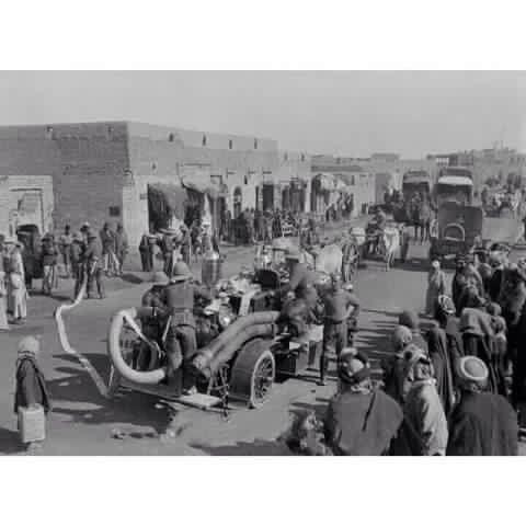 اول سيارة اطفاء تدخل للعراق من قبل الجيش البريطاني هدية من مصلحة إطفاء البريطاني عام 1917 Baghdad Iraq History