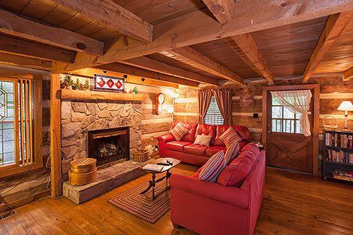 The Robin S Nest Tr 1 In Gatlinburg Tennessee Living Room Cabin Living Room Log Cabin Living Cabin Living