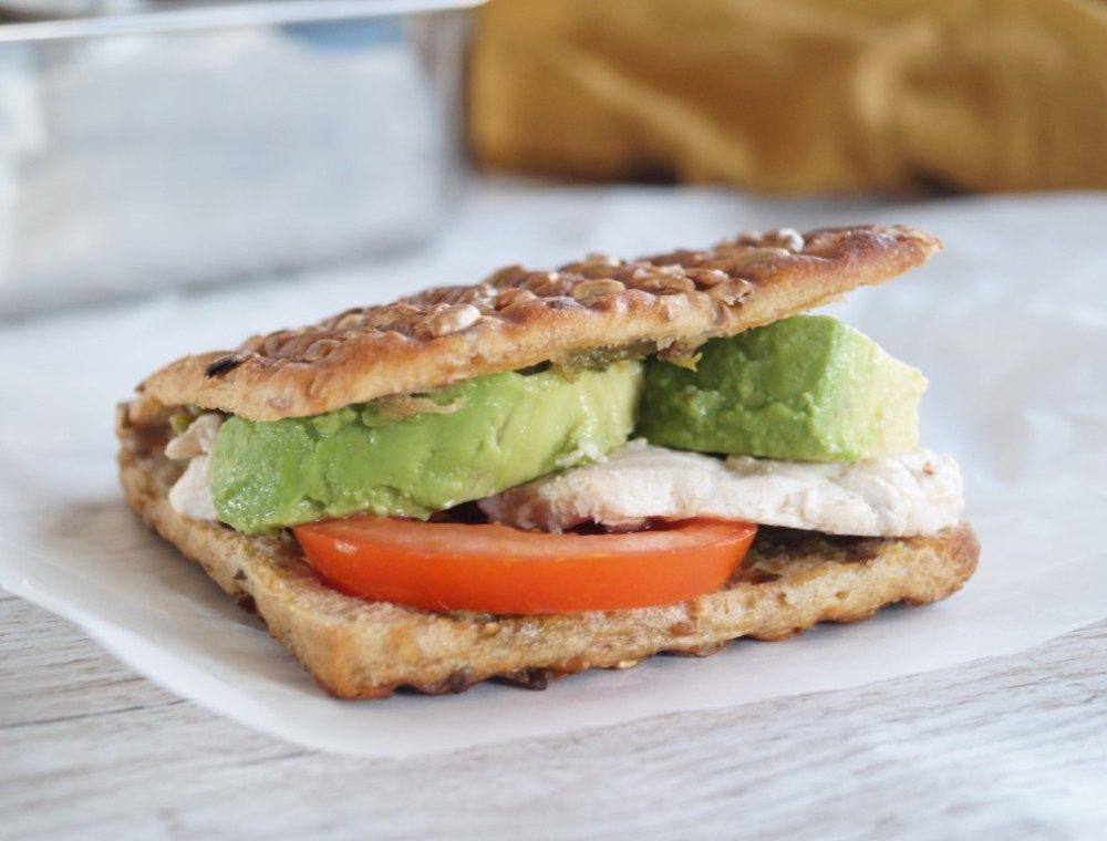 Grillet sandwich med kylling og avocado - opskrift | Madling.dk