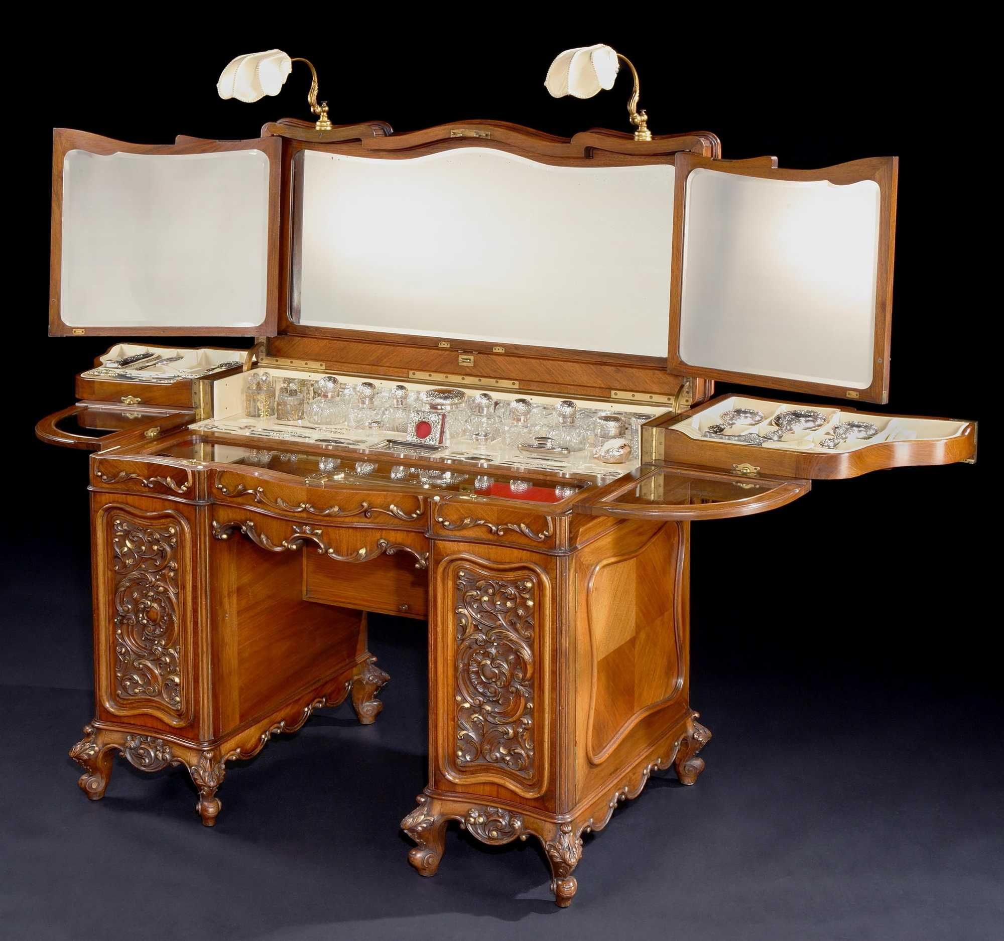 George Betjemann & Sons - An Antique Ladies Dressing Table ...