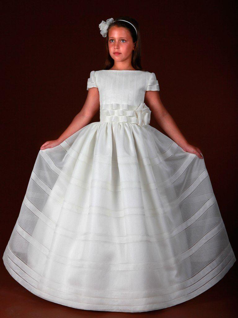 Vestidos De Comunión De Francis Montesinos Devota Lomba Y Hanibal Laguna Vestidos De Comunión Vestidos De Primera Comunión Vestidos Para Niñas