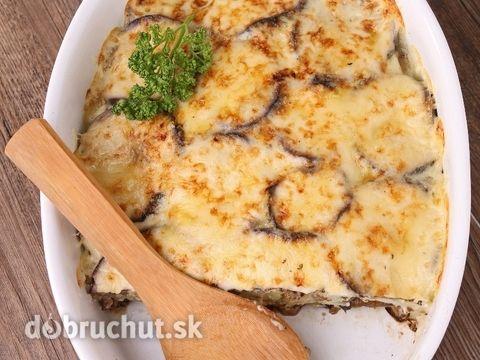 Istanbulská musaka -  Osolíme, okoreníme mäso (zmes hovädzieho a teľacieho mäsa) ochutíme štipkou kajenského korenia a opečieme na časti...