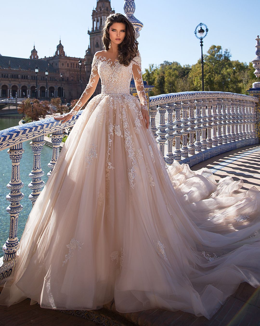 Lieben Sie die Spitzendetails in diesem Brautkleid von Giovanna Alessandro. 17…