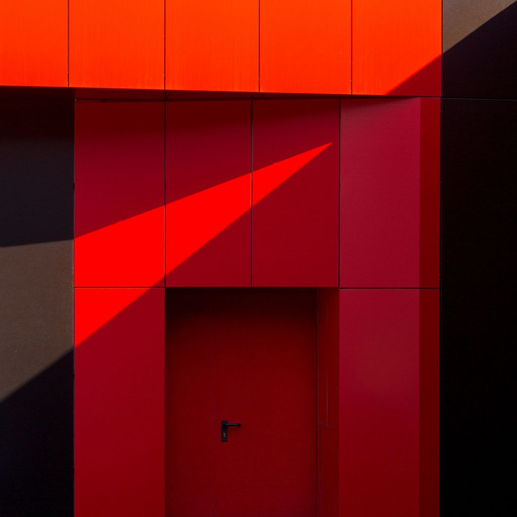 Red door - photo by Antonio Zaccagnino