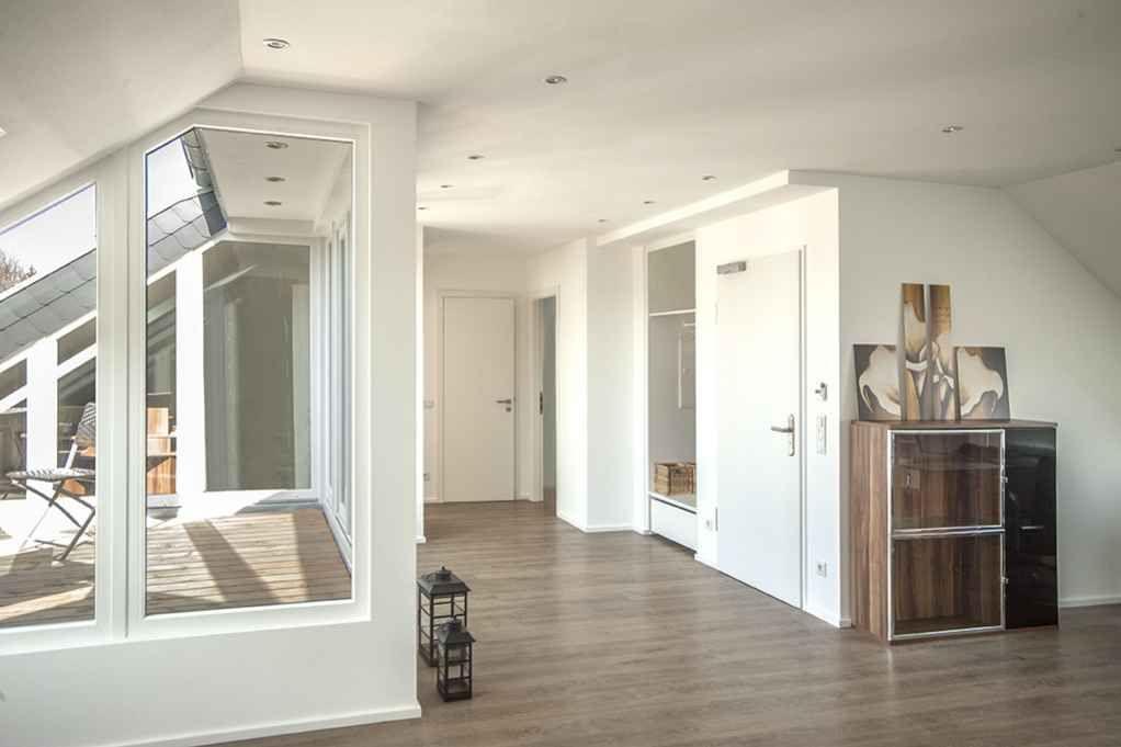 Damit aus dem alten Dachspeicher eine schicke Wohnung wird, mußte - küche in dachschräge