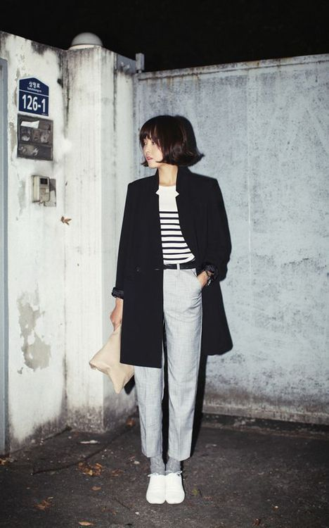 Lovely monochrome outfit for BW. The high contrast in the top really makes the outfit.