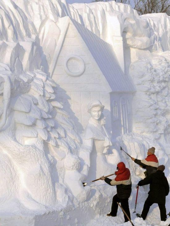 Alguns artistas de países frio usam a neve como ferramenta para esculpir e desenhar artes em paisagens. Artistas brasileiros não tem o prazer de criar suas ar