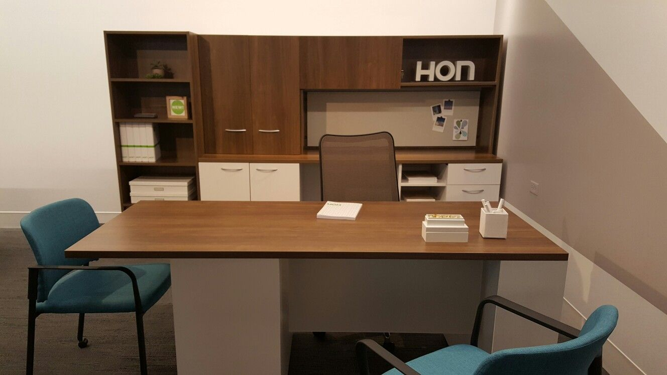 The reinvented p-top desk. Love the material and color choices @honcompany #neocon2016 We're a Hon dealer
