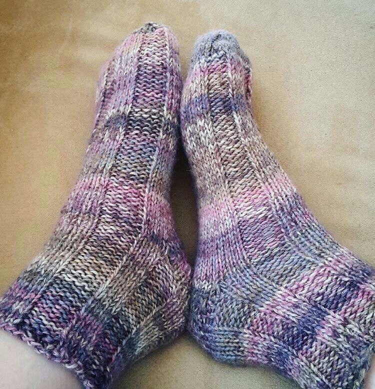 Fast and easy bed socks video tutorial   Crochet socks ...