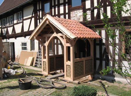 eingangs berdachung fachwerkvorbau aus l rchenholz fachwerk konstruktionen vordach. Black Bedroom Furniture Sets. Home Design Ideas