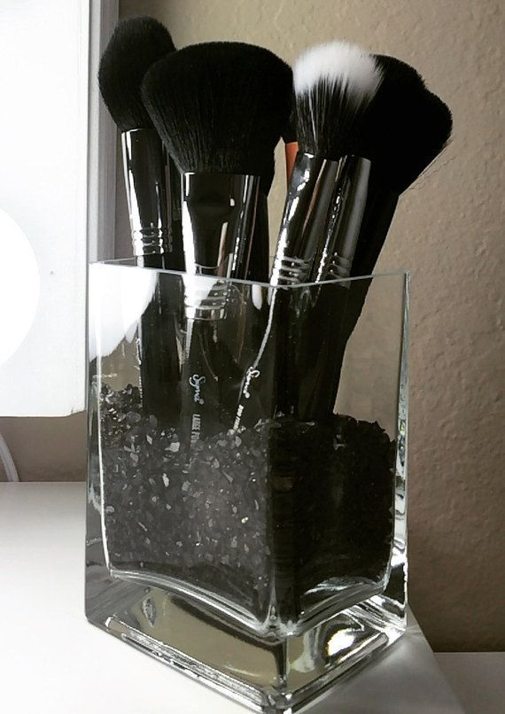 Photo of med mini kobberskrap i bunnen … Glass Makeup Brush Holder av CrystalVa …