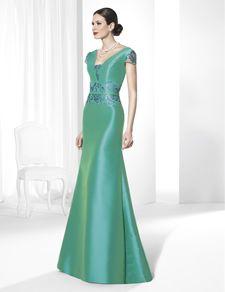 Sonar con un vestido largo verde