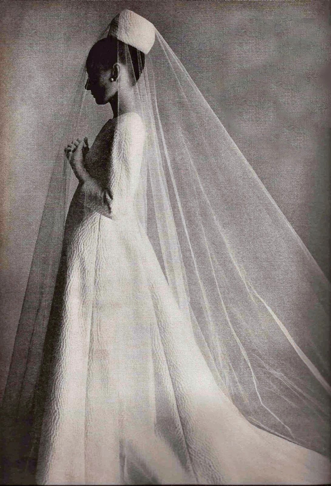 1964 Vogue, November.AUDREY HEPBURN IN GIVENCHY | "|1091|1600|?|40468728a44a1a0f8f084950f39c7ac3|False|UNLIKELY|0.3007546663284302