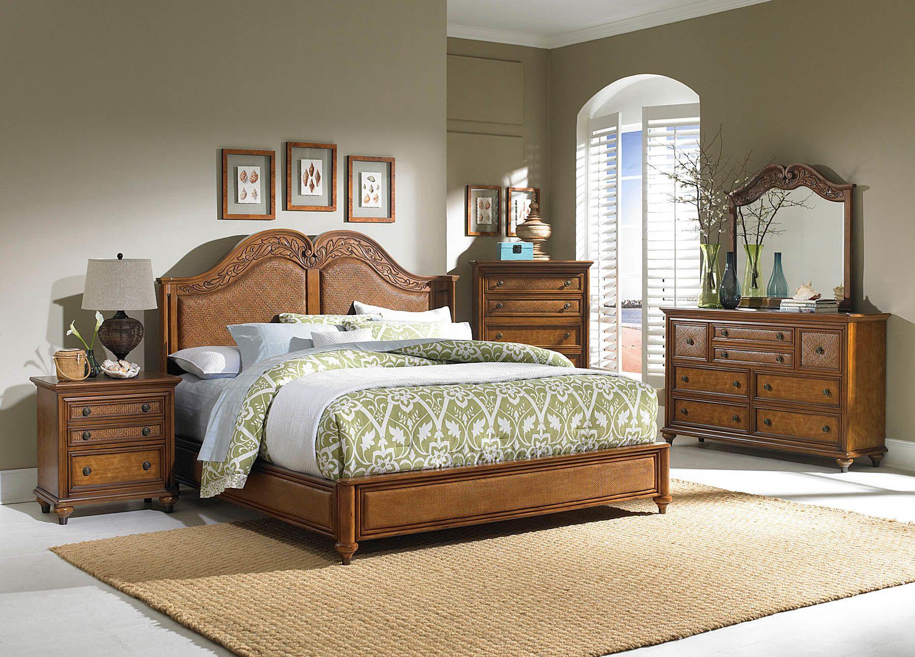 The Beautiful Wooden Bed Headboard With Beautiful Curving Apartement Architecture Bathroom Bedroom In 2020 Rustic Bedroom Design Headboards For Beds Bedroom Design