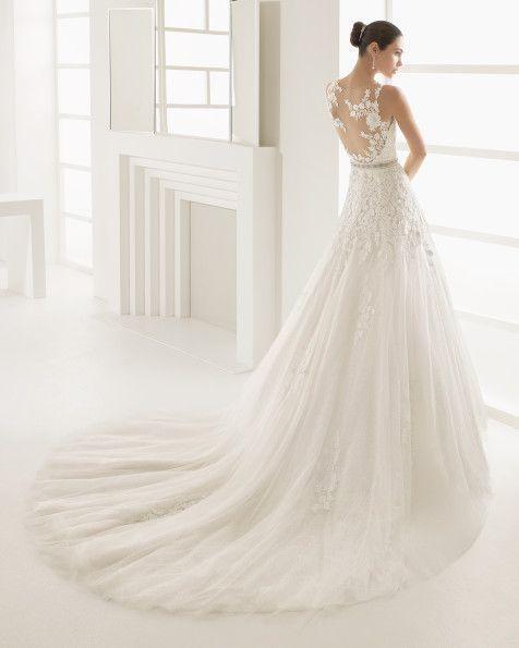 Vestido princesa com corpo de guipura baça de algodão e saia de tule linha A…