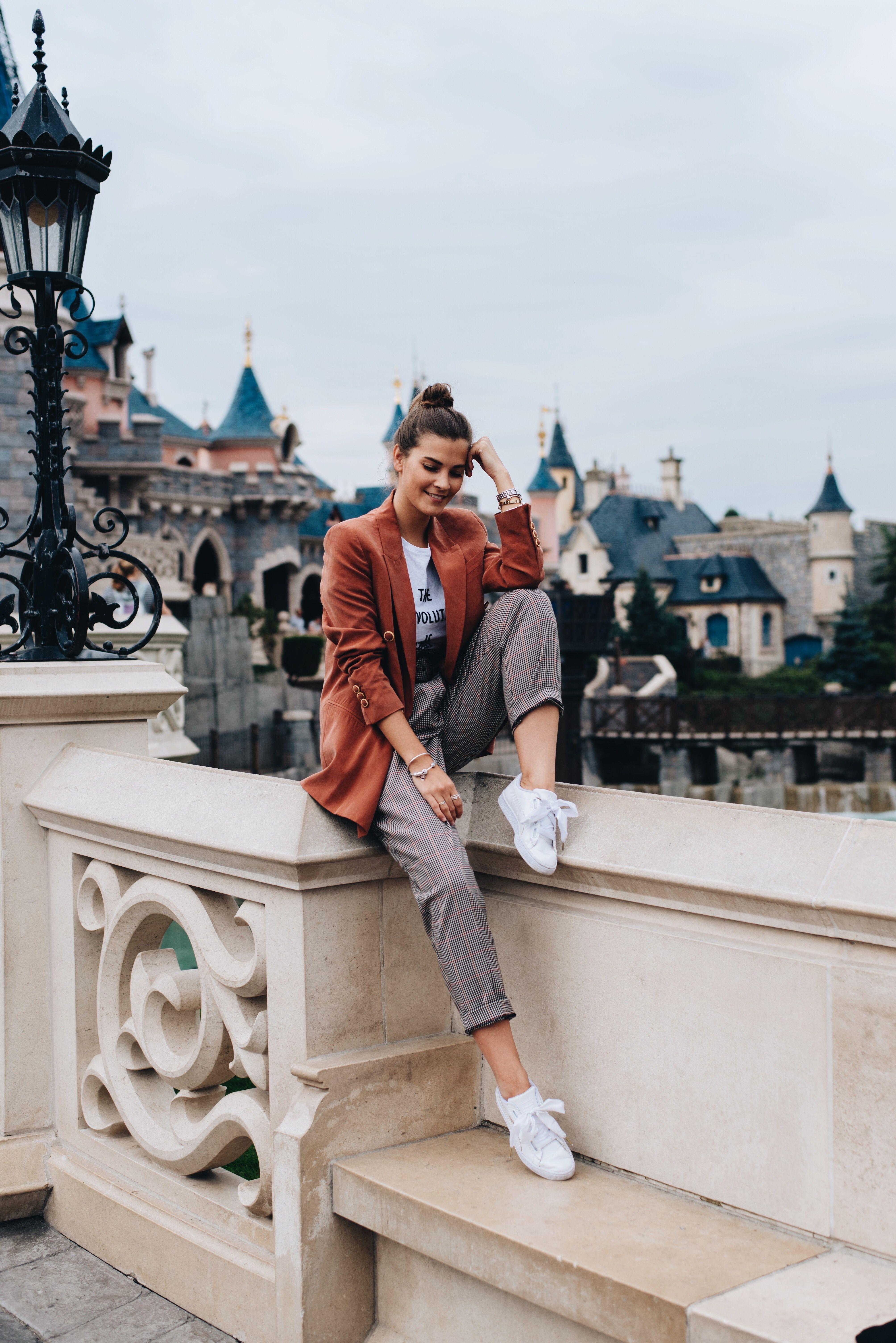 1 Teil – 3 Looks: Weiße Sneaker   Weiße sneaker, Casual chic
