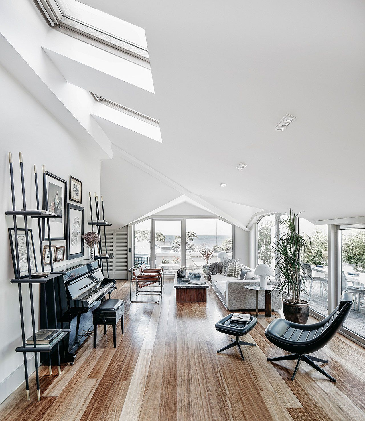15 Peaceful Asian Living Room Interiors Designed For Comfort: Sunlight And Glass