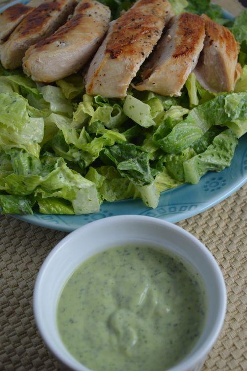 Homemade Green Goddess Dressing {avocado, Greek yogurt, lemon juice, white whine vinegar and fresh herbs} on slenderseven.com