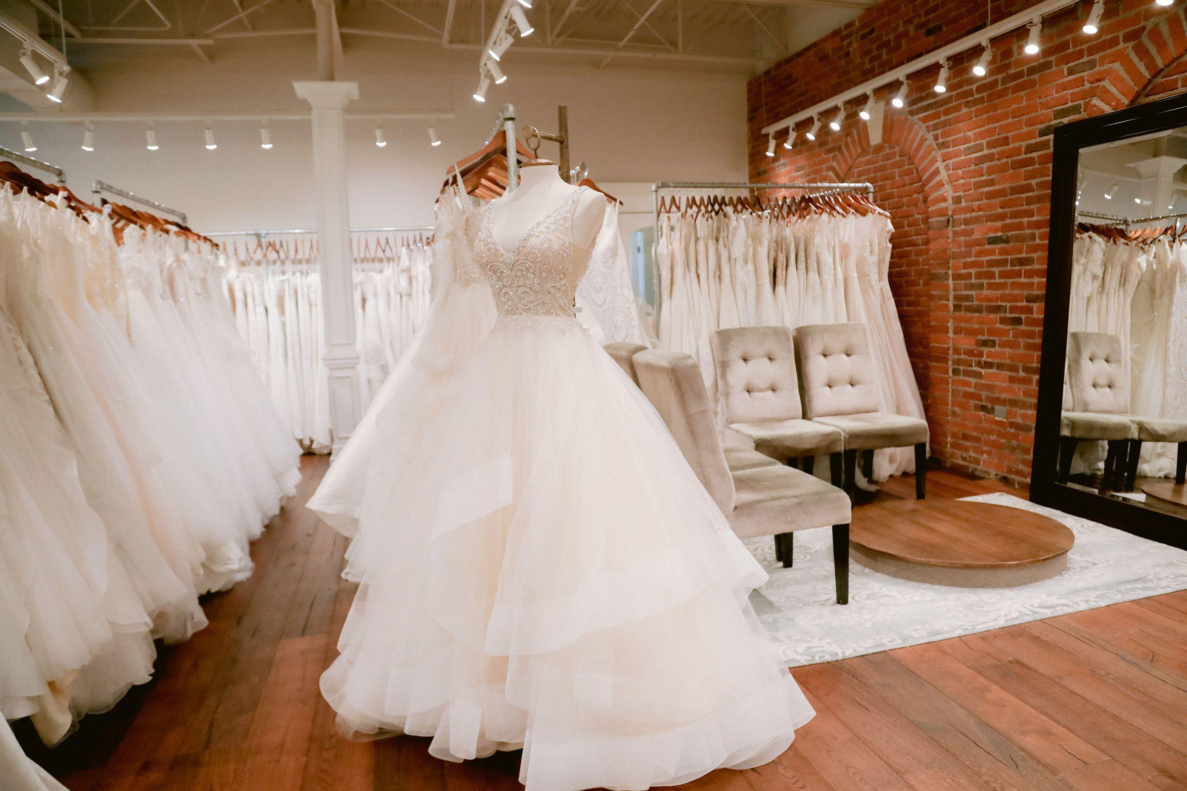 Emily Hart Bridal Kansas City S 1 Bridal Boutique Bridal Boutique Interior Wedding Dress Boutiques City Wedding Dress